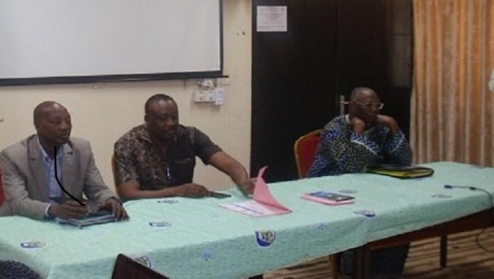 Cheick Omar Zoma, chef du département CREMEAU, au milieu, a présidé la clôture de la formation