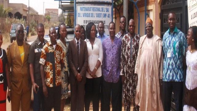 Photos de famille des participants à la réunion bilan du PROGIS-AO