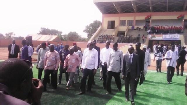 Le président Kaboré et sa suite sur le site du stade de Kaya