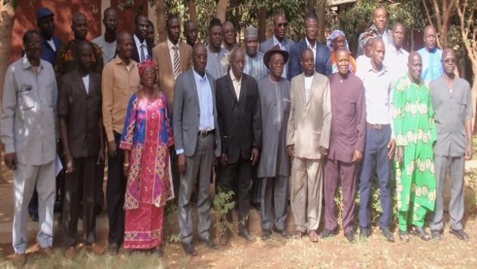 Elus maliens, officiels et formateurs posant pour la postérité