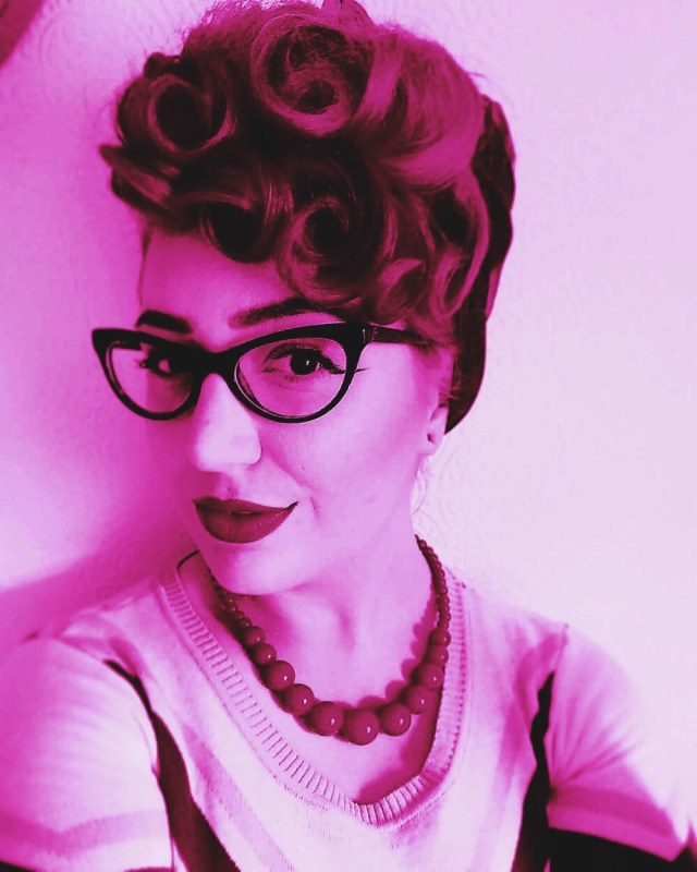 vintage updo hairstyle for short hair | burlexe