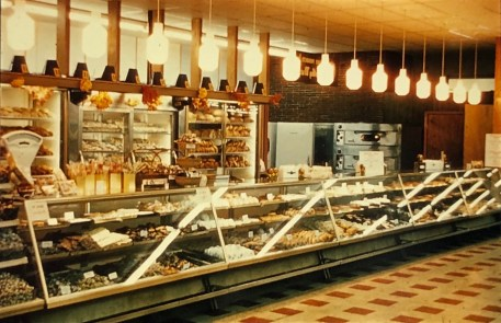 IGA Foodliner bakery case Burlington MA 1962