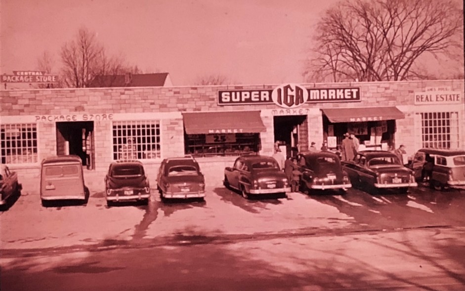 Original IGA supermarket (later the Rexall plaza, now demolished) Burlington MA c. 1955