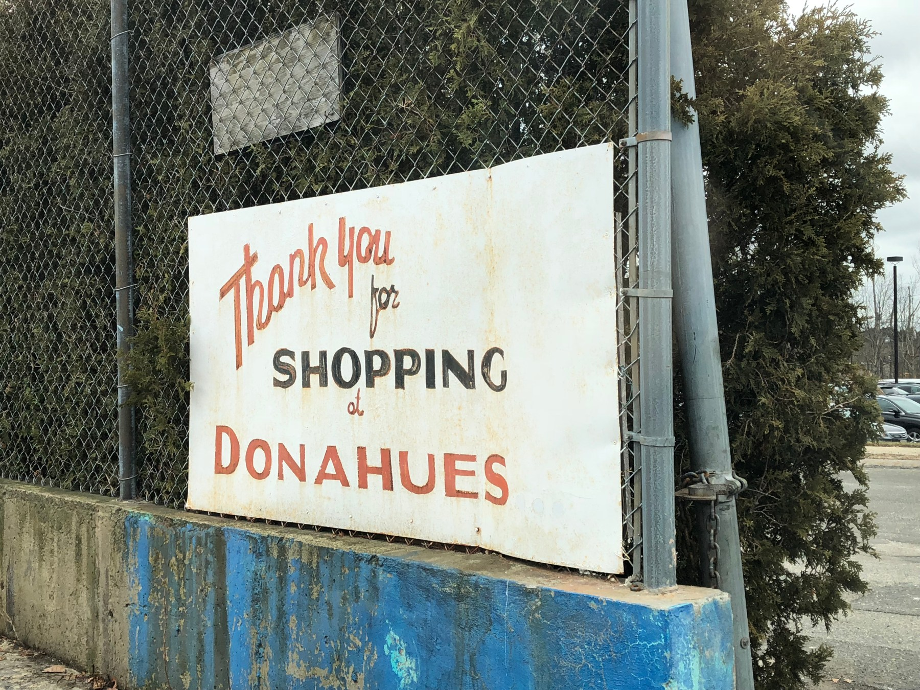 Donahue's Furniture exit sign