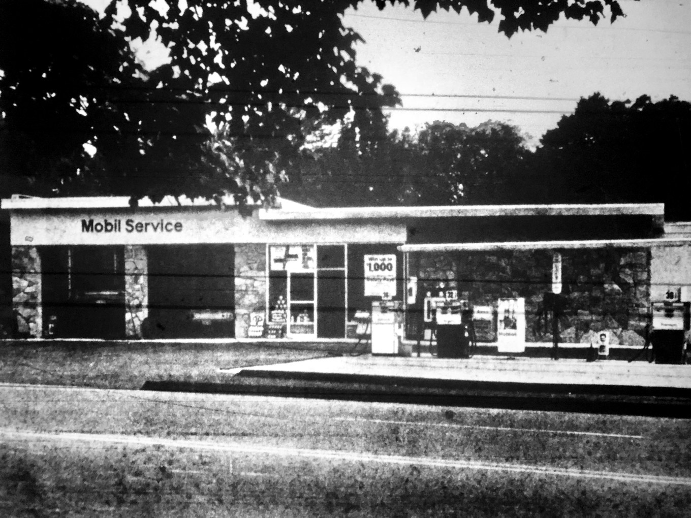 3A Service Station, where Lester's Roadside BBQ is now, Burlington MA