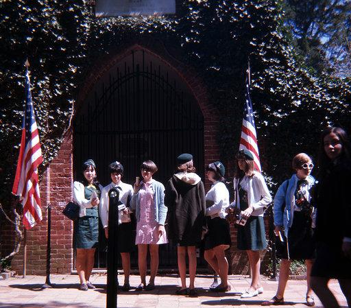 Burlington Girl Scouts at DC arch