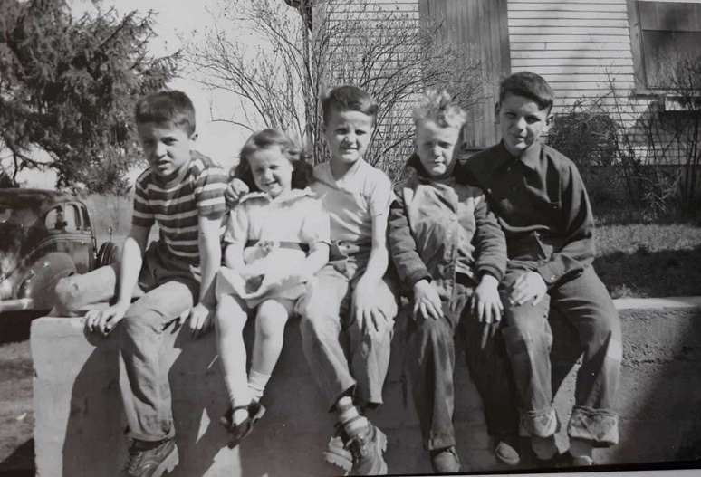 Roebuck children, Woods Corner, Burlington MA