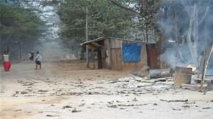 နိုဝင်ဘာ ရွေးကောက်ပွဲ အပြီး နယ်ခြားစောင့်တပ် လက်မခံ ဒီကေဘီအေ အဖွဲ့က ဘုရားသုံးဆူမြို့သို့ ဝင်ရောက်တိုက်ခိုက်ပြီး မီးရှို့ဖျက်ဆီးခံရသည့် အက်စ်ပီ ရုံး မြင်ကွင်း (ဓာတ်ပုံ - လွတ်လပ်သော မွန်သတင်းအေဂျင်စီ)