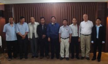 ဝန်ကြီးဦးအောင်မင်းအဖွဲ့နှင့် PNLO ကိုယ်စားလှယ်များအမှတ်တရဓါတ်ပုံ- ၅-၂-၁၂(Photo-Internet)