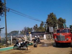 သံဖြူဇရပ်မြို့မဈေး မီးလောင်ပြီးယနေ့နံနက်ပိုင်းတွင်တွေ့ရပုံ(ဗညားထောလေး-Facebook)