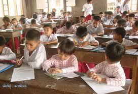 မွန်လူငယ်များစာပေသင်ကြားနေစဉ်(IMNA)