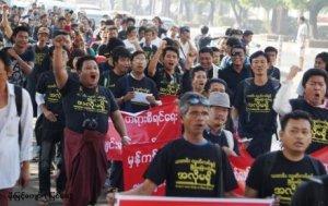 သတင်းထောက်များဆန္ဒထုတ်ဖေါ်သည့်မြင်ကွင်းတစ်ရပ် (Internet)