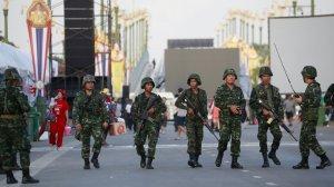 ထိုင်းစစ်သားများလှုပ်ရှားနေသည့်မြင်ကွင်းတစ်နေရာ(Internet)