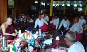 MNP နှင့် 88 မျိုးစက်ကျောင်းသားများ အံဒင်ဘုန်းတော်ကြီးကျောင်းသို့ရောက်ရှိစဉ်(Ye Tawin)