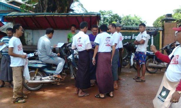 ရေးမြို့လူမှု အကျိုးဆောင်အဖွဲ့ ကျောက်မီးသွေးဓါတ်အားပေး စက်ရုံဆန့်ကျင်ကြောင်း ကန့်ကွက် လက်မှတ်ရေးထိုးကောက်ခံနေစဉ်(ရေးတော်ဝင်)