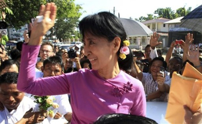 ၂၀၁၂ ကြားဖြတ်ရွေးကောက်ပွဲတွင် ပြည်သူ့လွှတ်တော်အမတ်ဖြစ်လာသူ ဒေါ်အောင်ဆန်းစုကြည်(internet)