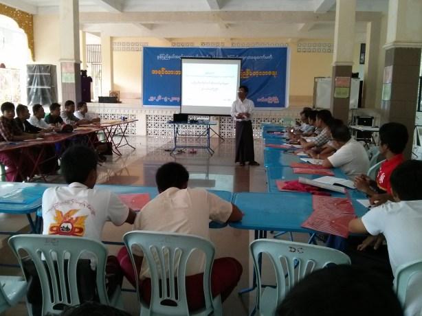 အရပ်သားအပစ်ရပ်စောင့်ကြည့်လေ့လာရေး အမြင်ဖွင့်သင်တန်းကျင်းပနေပုံ(AK)