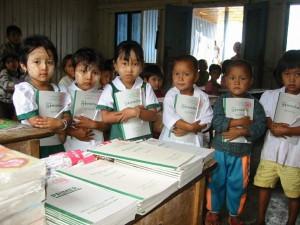 မူလတန်းကျောင်းသားများ (ပုံ-myatshu.com)