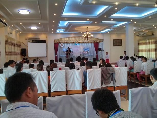 တိုင်းရင်းသားလူငယ်များ နှီးနှောဖလှယ်ပွဲ ကျင်းပနေစဉ် (အာကာ)