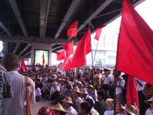 လှည်းတန်း ခုံးကျော်တံတားအောက်၌ ကျောင်းသားများ ဆန္ဒပြနေစဉ်(Internet)