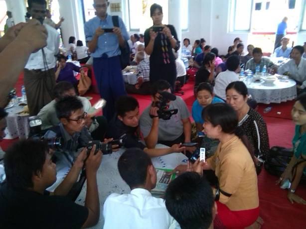 ကိုပါကြီးဇနီးက သတင်းမီဒီယာများအားရှင်းပြစဉ်(Ma Thandar Facebook)