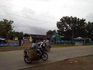 Caption- ရေးမြို့ အဝေးပြေးမော်တော်ကားဝင်း(AK)