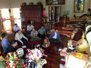 မွန်ပြည်သစ်ပါတီခေါင်းဆောင်အချို့နှင့်ဝန်ကြီးဦးအောင်မင်းတွေ့ဆုံစဉ်-ကိုရင်လေးကျောင်း( Min Latt Facebook)