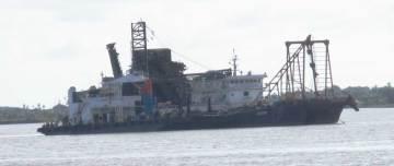 သဲတင်သင်္ဘောတစ်စီး မော်လမြိုင်ဆိပ်ကမ်း၌ တွေ့မြင်ရပုံ(GS)