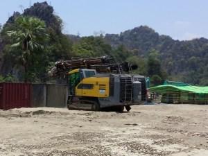 ဘိလပ်မြေစက်ရုံသစ်တည်ဆောက်ရန် June ကုမ္ပဏီပြည်ဆင်နေပုံ(MNA)