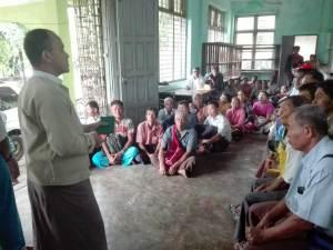 ဓါတ်ပုံ - မြန်မာ့လယ်ယာ ဖွံ့ဖြိုးရေးဘဏ် ပြည်နယ်မန်နေဂျာနှင့် မိုးစပါးစိုက်တောင်သူများ တွေ့ဆုံစဉ် (MNA)