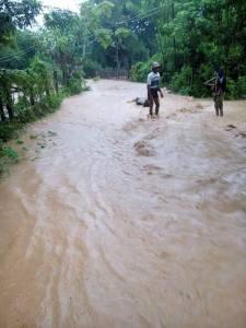 ဥတ္တံတားရွာ လမ်းမပေါ်ရေကျော်နေပုံ (Aung Lwin)
