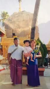 သေဆုံးသူရွာသား (ဦးမိုး)နှင့် ကျန်ရစ်သူမိသားစုဓါတ်ပုံ(Facebook)