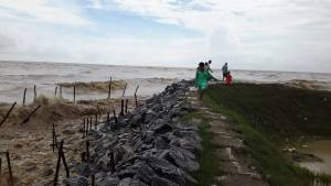 ပင်လယ်ရေကို ကျောက်စီတားထည့်နေရာ(Tun Min Aung FB)