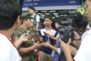 မိုင်ဂျာယန်တွင် TNLA ဥက္ကဌ တာအိုက်ဖုန်းက သတင်းထောက်များနှင့်တွေ့ဆုံခဲ့စဉ်(TNLA)