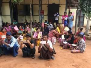 ရေးမြို့နယ်တောင်ပိုင်းများ ငွေစုငွေချေးအသင်းဝင်များ ရေးမြို့မရဲစခန်းရှေ့ရောက်ရှိစဉ်(Aung Naing Win)