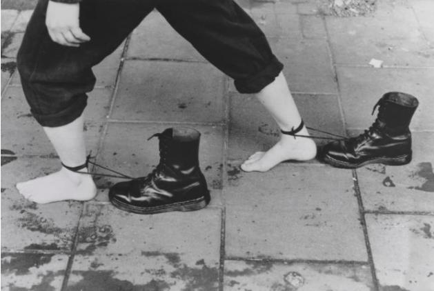 Mona Hatoum, Performance Still 1985, 1995. Tate, London.
