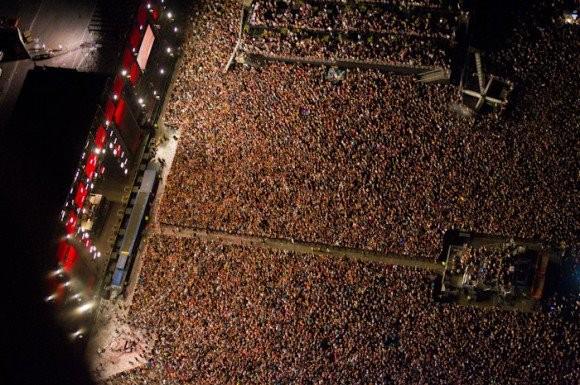 edc huge crowd