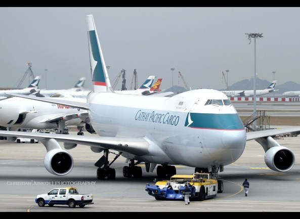 An airport tug is not exactly a small vehicle. Image: Christian Junker/Flickr (Creative Commons)