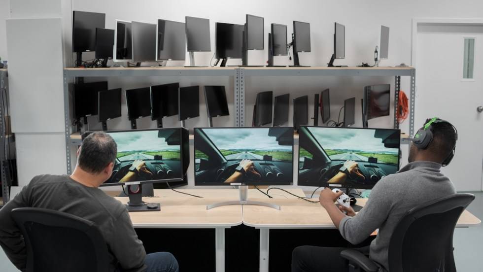 Top monitor for the Xbox One X