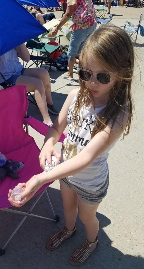 girl sunscreen