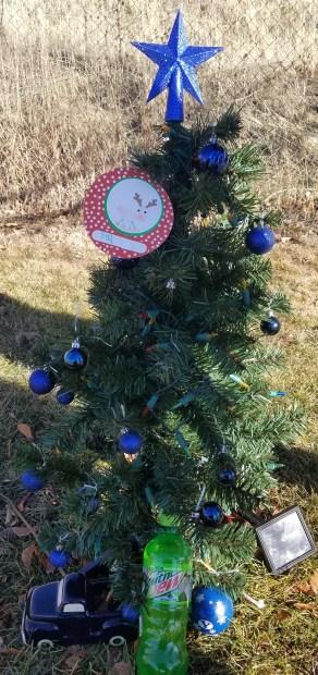 cemetary christmas tree