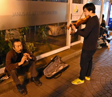 Members of Semi and tepPohseen in impromptu street performance
