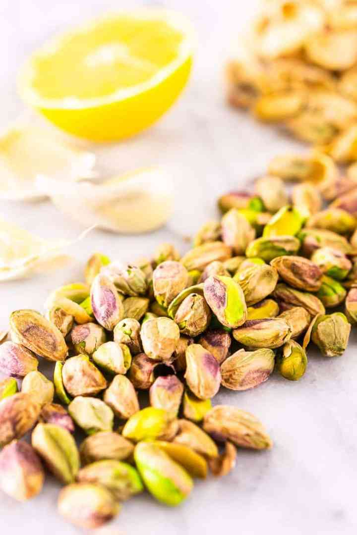 A trail of pistachios with lemon and garlic.