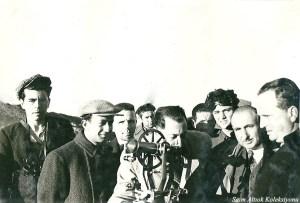 Ortada Vali Şefik Soyer, sağdan ikinci Dr. Cevat Tahsin Peksun