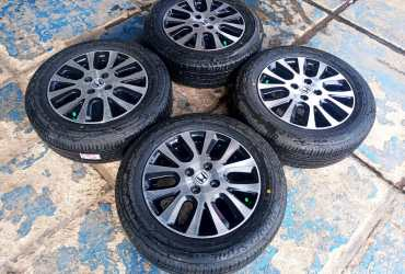 ready velg original mobilio ring 15 pcd 4×100 + ban brigston ecopia 185-65 like new