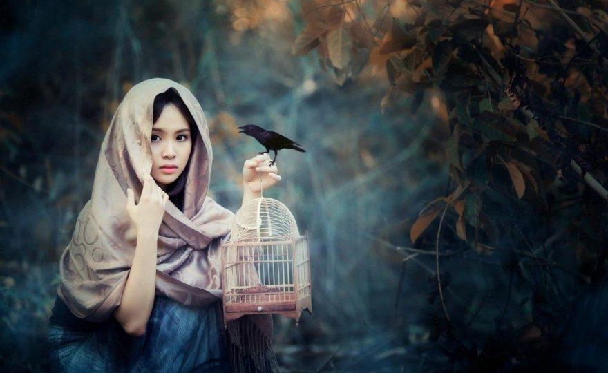 Ketika Wanita-Wanita Cantik Menyukai Dunia Burung