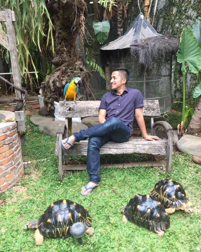 Irfan Hakim bersama hewan peliharaan (cumicumi.com)