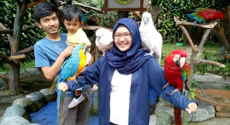Keluarga dan burung (putriazlam.wordpress.com)