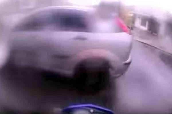 Motociclista quase bate e volta pra tirar satisfação