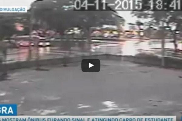 Vídeo mostra momento em que ônibus fura sinal e atinge carro de estudante da PUCPR em Curitiba